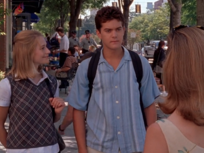 Image: Andie looking at Pacey, Pacey looking flabbergasted towards Tamara