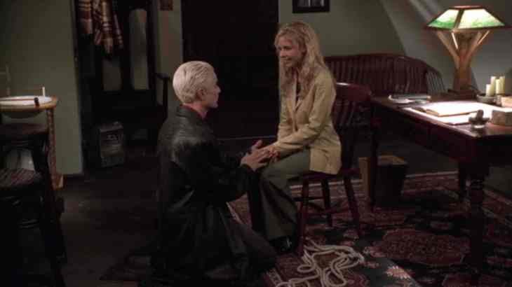 Spike kneels before Buffy